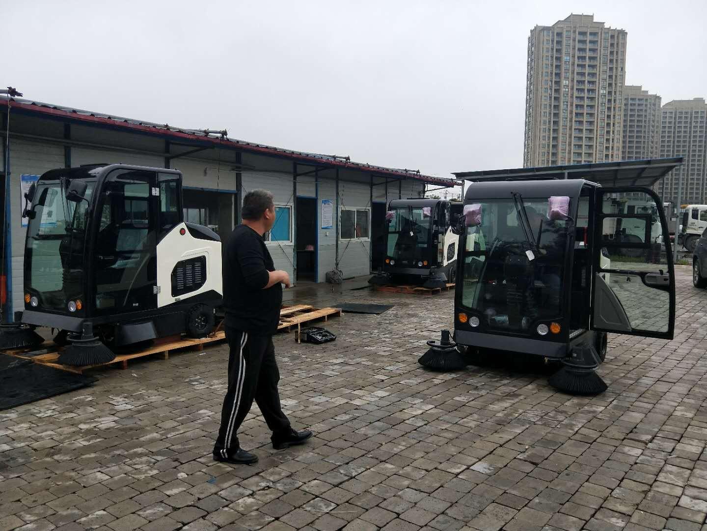 洁士AM1900TM全封闭驾驶式扫地车/AM1900TM电动全封闭驾驶式扫地机(现场图)