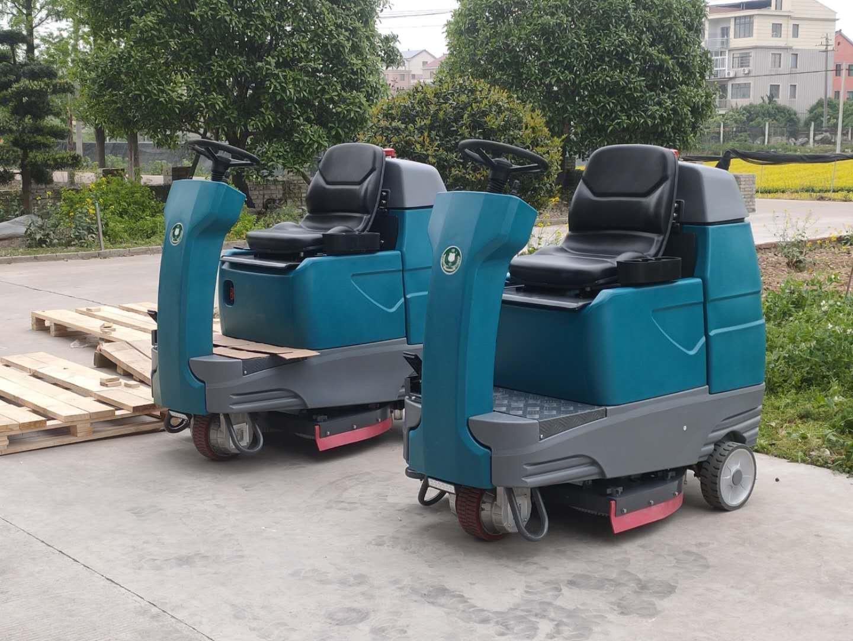 (洁士S70B大型电动双刷驾驶式洗地吸干机)(适用于工厂、超市、地下车库、医院、汽车站、火车站、高铁站、飞机场等)